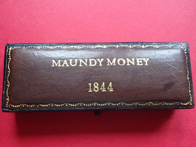 1844 maundy set case