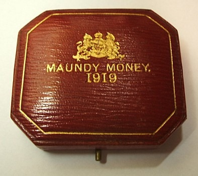 1919 maundy set case