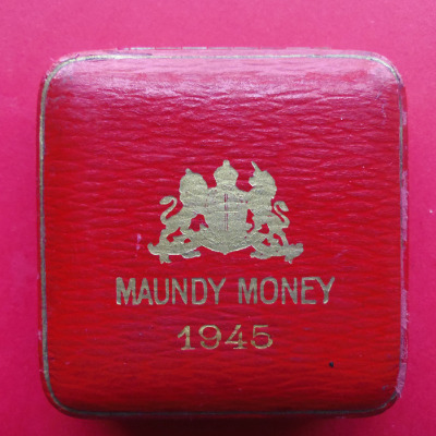 1945 maundy set case