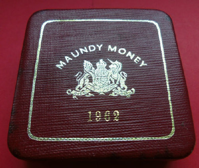 1962 maundy set case